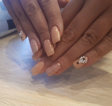 Nail elongation with gel