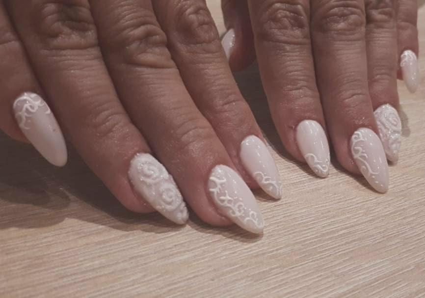 Nail maintenance with gel